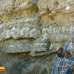 El geólogo midiendo los tramos