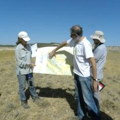 Juan Pablo explicando al grupo la geología de la zona