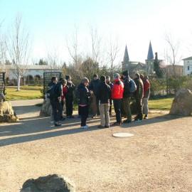 Estudiando las rocas en La Alfranca (Zaragoza)