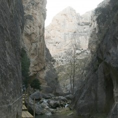 Estrecho de Valloré, pasarelas por el río Guadalope. Montoro de Mezquita (Teruel)