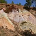 27 Geología-arenas-versicolores-de-la-Fm-Utrillas-bco-lateral-del-río-Ancho-Montalbán