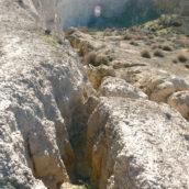 Detalle de una grieta de descompresión junto a la uvala