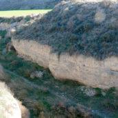 Depósito N2  (S.XVII-XVIII) del  barranco de la Casa, incidido por un tollo actual